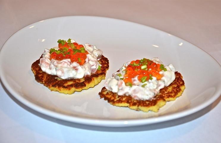 Рецепт Деруны под лососевой пастой