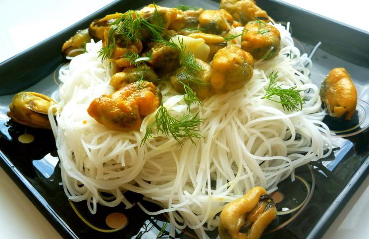 Рецепт Мидии с рисовой вермишелью
