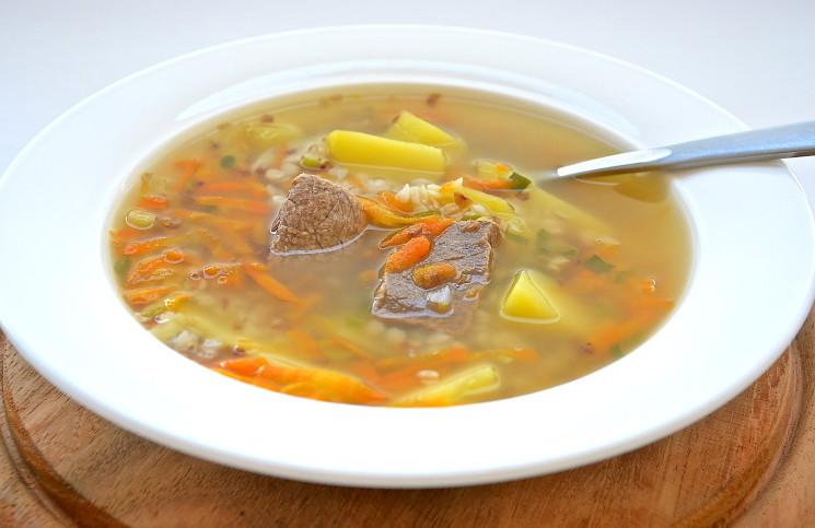 Суп с говядиной и гречневой крупой