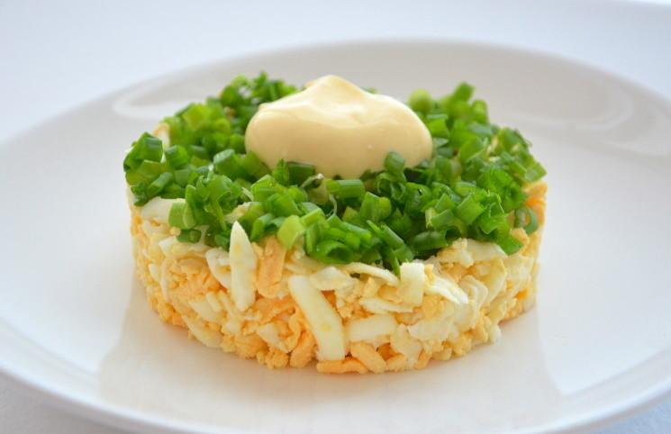Салат с яйцом и луком рецепты с
