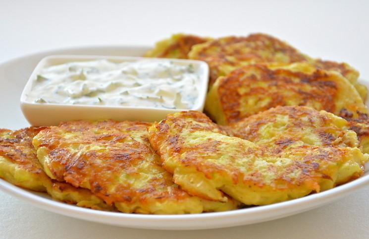 Рецепт Оладьи из кабачков с сыром и чесноком
