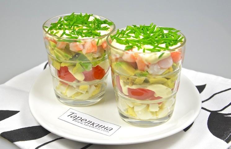 Рецепт Салат-коктейль с креветками и помидором