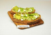 Бутерброд с авакадо и фетой