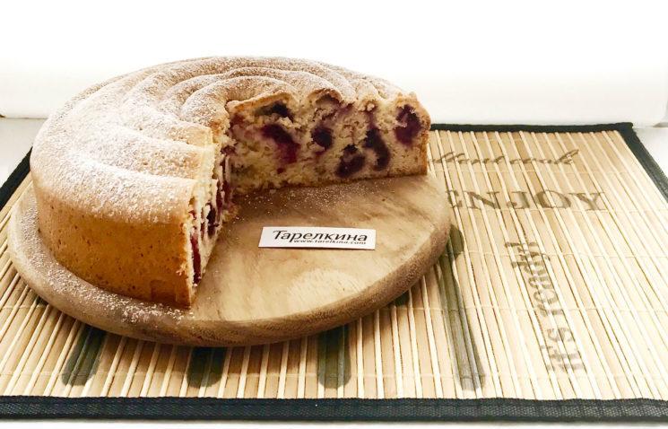 Вишневый пирог-улитка